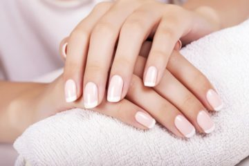 Manicure w Revival Clinic